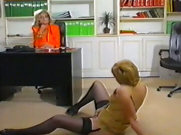 Sexy hot comme �a bossy daughter watches how another daughter masturbates in her tryst
